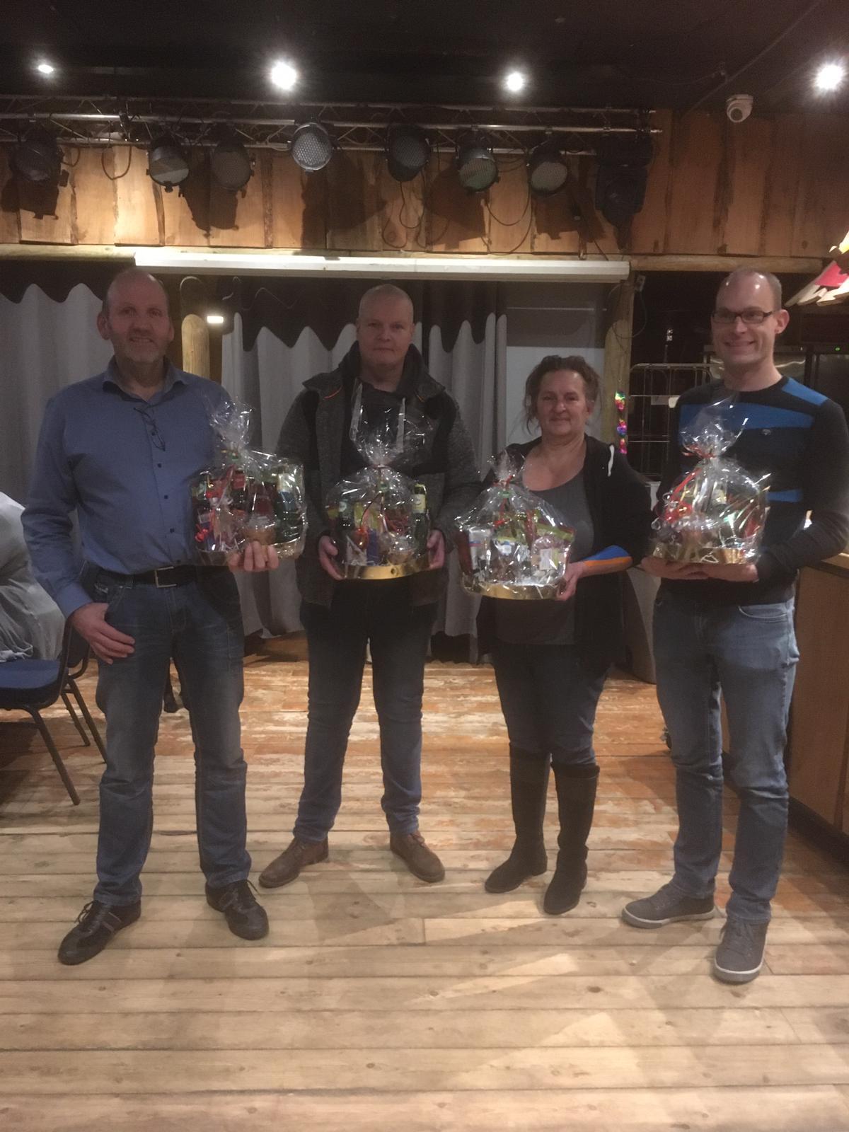 Bennie, Henk, Remko en Astrid werden verrast met een leuke attentie.